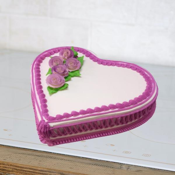 heart shape cream Vanilla cake
