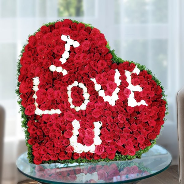 500 red roses heart shape arrangement to say i love you