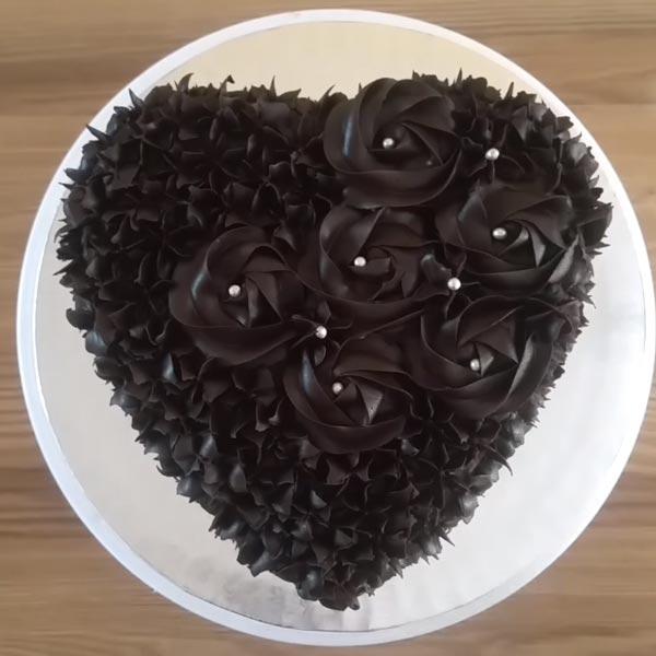 chocolate heart cake top
